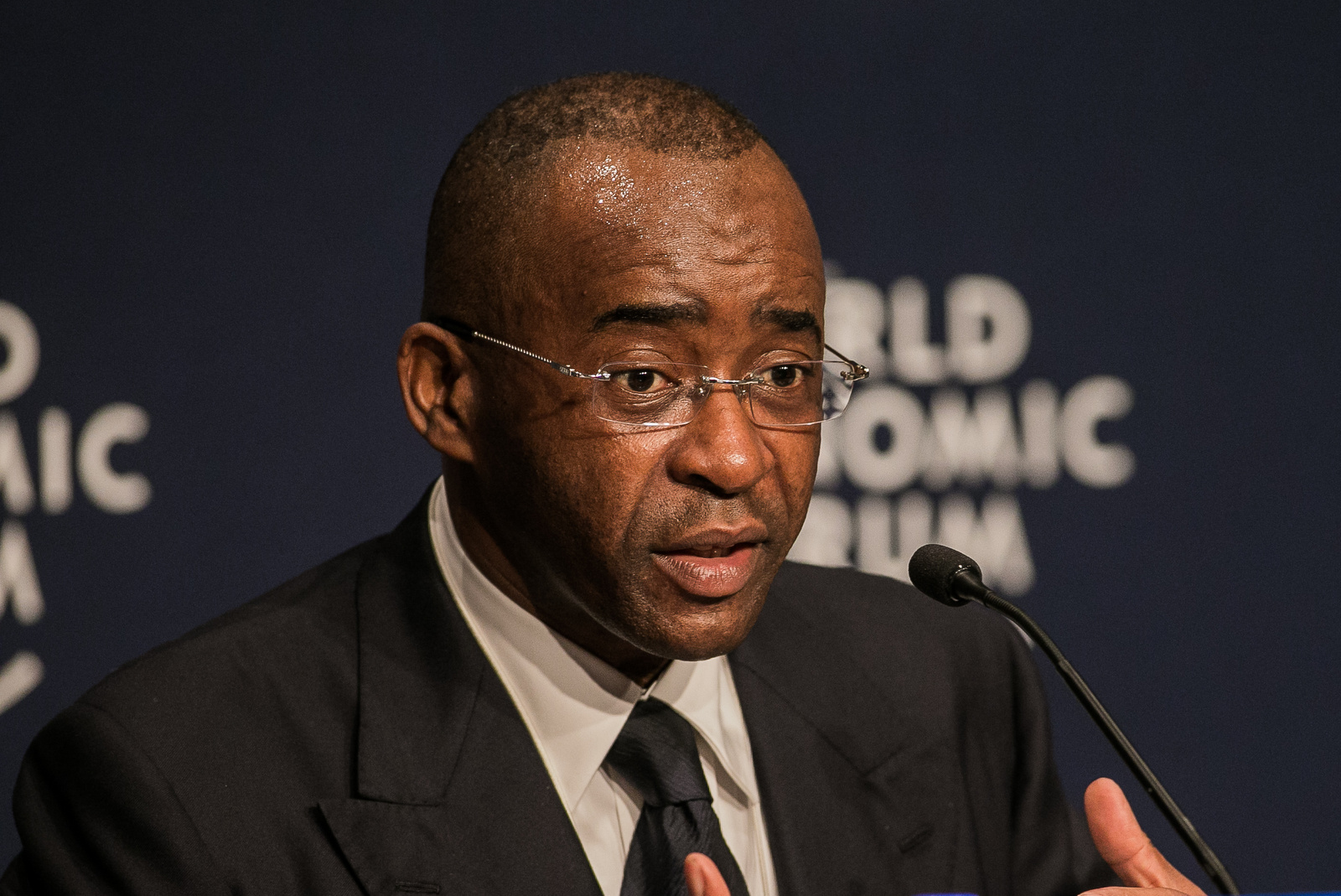 Building an efficient organization By Strive Masiyiwa ; Founder & Chairperson , Econet Wireless