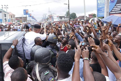 Akpabio's convoy visited by mammoth crowd in Uyo